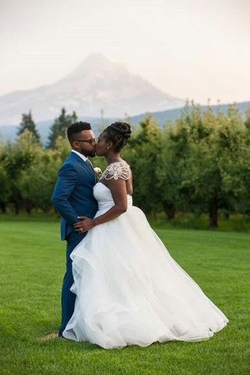 Bride and Groom Kissing - Wedding Planner in Atlanta - Kris Lavender