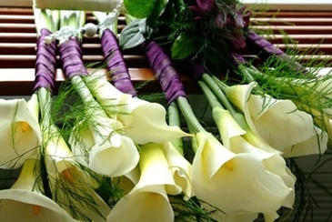 Calla Lilies on the Bench - Wedding Coordinator Atlanta - Kris Lavender
